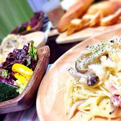 サラダとバゲットと… 一本食べちゃった*\(^o^)/* - 15件のもぐもぐ - 夕食**クリームパスタ** by kurinayoshlBu