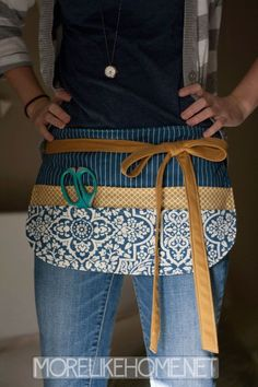 More Like Home: Craft Apron Tutorial Half Apron Patterns, Apron Pattern Free, Sewing Patterns, Dress Patterns, Retro Apron, Aprons Vintage, Sewing Tutorials, Sewing Crafts, Sewing Projects