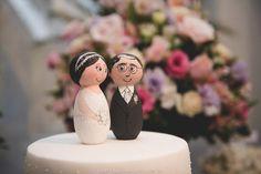 One of a kind hand painted wood wedding kokeshi dolls cake toppers / Noivinhos em madeira personalizados pintados a mão www.noivinhosdemadeira #casamento #wedding #topodebolo #noivinhos #noivinhosdemadeira #noivinhospersonalizados #vintage #topodebolomadeira #kokeshidolls