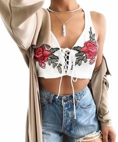 Fashion style summer body curves girl outfit crop top high waist jeans
