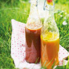 Si vous aimez le gaspacho, voici une recette pour en préparer 2 : un aux poivrons jaunes et l'autre aux poivrons rouges.