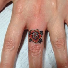 Smells like roses! #lostplot #tattoo #traditionaltattoo #fingerbanger