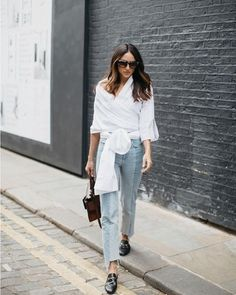 Here are 35 summer work outfits—a. what to wear to work when it's hot as hell outside. From jumpsuits and jeans to slip dresses and pleated skirts, these outfit ideas will take you through to Labor Day. Look Street Style, Street Looks, Street Chic, Flat Shoes Outfit, Loafers Outfit, Gucci Loafers, Leather Loafers, Mule Loafers, Patent Leather