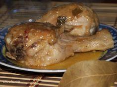 Le cosce di pollo alla birra sono una ricetta di un secondo piatto dal gusto deciso. La salsina che accompagna il pollo ha un sapore molto particolare e rende il piatto molto accattivante e gustoso.