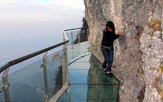 Transparent Glass Skywalk in China's Tianmen Mountain Park