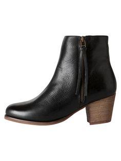 Mustat kiilakorko nilkkurit   Black wedge-heeled shoes  5e5ec30ede