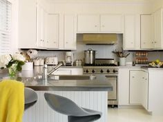 These Modular Kitchens use Yellow to bring the brightness and vibrance.