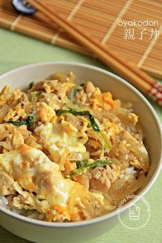Easy Japanese Oyakodon (親子丼) recipe: replaced dashi with 1 tbs oyster sauce, 1 tbs hoisin sauce, 1 tbs soy sauce. Deglaze pan with more soy and sake. Just did a sprinkle of sugar. Used precooked meat. Poss add another egg next time. Plat Vegan, Good Food, Yummy Food, Healthy Food, Japanese Dishes, Japanese Meals, Japanese Rice Bowl, Japanese Street Food, Home Baking