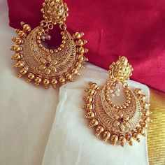 bridal jewelry for the radiant bride Gold Jhumka Earrings, Jewelry Design Earrings, Gold Earrings Designs, Gold Jewellery Design, Designer Earrings, Necklace Designs, Gold Jewelry, Coral Earrings, Designer Jewellery