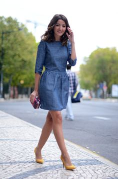 need to find in US. shoulder studded chambray dress + yellow pumps Love this dress.need to find in US. Chambray Dress, Denim Outfit, Jeans Dress, Shirt Dress, Denim Dresses, Dressy Dresses, Blue Dresses, Dress Outfits, Casual Outfits