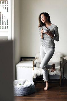 К домашней одежде отношение у всех разное: кто-то носит дома старые и растянутые вещи (все равно никто не видит!), кто-то вообще не использует домашнюю одежду как класс («нет ничего ужаснее треников!»). Ну а кто-то готов тратить деньги на покупку не только уютных, но и красивых вещей, и даже дома всегда остается верным своему стилю. Loungewear:...