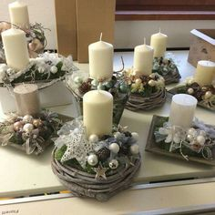 With little effort you make you the most beautiful Christmas and winter decoration e … - Diy Winter Deko Christmas Flowers, Noel Christmas, Christmas Candles, All Things Christmas, Winter Christmas, Christmas Wreaths, Christmas Ornaments, Simple Christmas, Christmas Nails