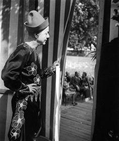 Francois Fratellini, 1944.  Atelier Robert Doisneau  Galeries virtuelles desphotographies de Doisneau - Cirque