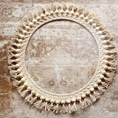 hat a Gorgeous Macrame creation made by Jessica Nicole Bohemia from (link in Bio)! Macrame Mirror, Macrame Wall Hanging Diy, Macrame Cord, Macrame Knots, Macrame Bag, Diy Paso A Paso, Macrame Design, Macrame Projects, Macrame Tutorial