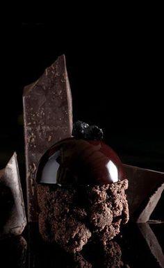 Pasticceria De Bellis - la galleria fotografica della nostra originale produzione    black  crumble al cacao, semisfera di mousse al cioccolato 80% profumata alla liquirizia