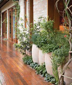Jardim de 390 m² leva mais verde para a família - Casa