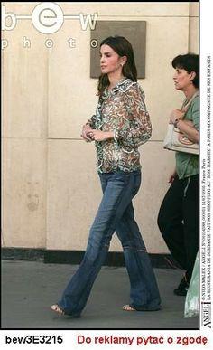 Queen Rania, Queen Letizia, King Abdullah, Royalty, Capri Pants, Classy, Star Crossed, Reyes, Clothes