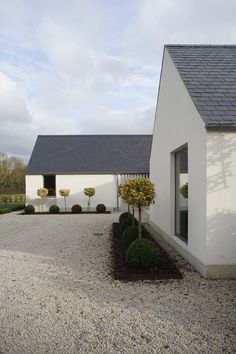 New build house in Co. Carlow, completed The H plan form, making two open courtyards, maximises light and views while placing the double height hallway at the heart of the house. The form of buildings echoes low eaved and grounded. Cozy Backyard, Backyard Seating, Backyard Ideas, House Designs Ireland, Modern Barn House, Villa, Rural House, Modern Farmhouse Exterior, Modern Bungalow Exterior