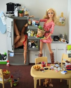 """Serial Killer Barbie """"Laa Laa Laa.. Just gonna Whip Something up Quick.. feeling Peckish...Now where are those Juicy Fingers gone?!...."""""""