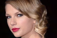 Holiday hairstyles inspiration from Taylor Swift