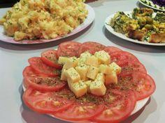 ensaladas en el aji hostel en santiago de chile en la noche de asados