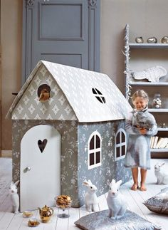 doesn't every girl need une cabane d'enfant en carton!  and is that a duck in the window?