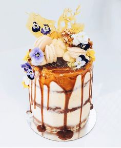 10 Unique Wedding Cakes For The Unconventional Bride - red velvet and honeycomb cake dripping with salted caramel & pistachio toffee Amazing Wedding Cakes, Unique Wedding Cakes, Amazing Cakes, Wedding Vintage, Vintage Weddings, Lace Weddings, Pretty Cakes, Beautiful Cakes, Mini Cakes