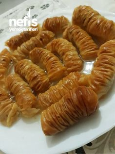 Magnificent Hand-Opened Shirred Baklava by Mom - Delicious Recipes - Life Style Vegan Breakfast Recipes, Vegan Recipes Easy, Delicious Recipes, East Dessert Recipes, Desserts, Recipe Using, Food Hacks, Tray Bakes, Food And Drink