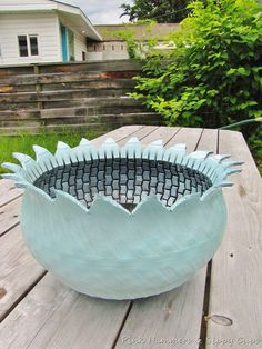 This planter is made out of an old tire! Tutorial as well. Got my tire today. Not sure what tool I will use to cut the tire, but I'll give it a try. Reminds me of Pa and Grannie Garden Crafts, Garden Projects, Garden Art, Garden Design, Tyres Recycle, Upcycle, Recycled Tires, Reuse Recycle, Tire Art