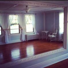 Pretty moulding around the mirror Home Dance Studio, Dance Studio Design, Ballet Studio, Workout Room Home, Workout Rooms, Zumba, Playroom Stage, Gymnastics Room, Dance Rooms