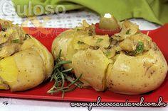 Quer uma receita perfeita para o #jantar? Nada de complicações, o Bacalhau com Batatas ao Murro, é fácil, leve, delicioso e saudável.  #Receita aqui: http://www.gulosoesaudavel.com.br/2014/04/10/bacalhau-batatas-murro/