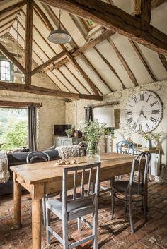 Cottage Style Decor, Rustic Cottage, Rustic Barn, Barn House Conversion, Barn Conversion Interiors, Barn Conversions, Small Barn Home, Barn Windows, Barn Loft