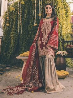 Pakistani Wedding Dresses for Beautiful Brides Pakistani Fashion Party Wear, Pakistani Dresses Casual, Pakistani Wedding Outfits, Indian Bridal Outfits, Pakistani Dress Design, Bollywood Fashion, Indian Fashion, Indian Dresses, Designer Party Wear Dresses
