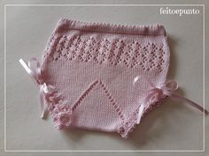 Unas braguitas de perlé para combinar con todas s. Baby Knitting Patterns, Knitting For Kids, Baby Patterns, Crochet Bikini, Knit Crochet, Crochet Baby Clothes, Different Patterns, Baby Dress, Crochet Projects