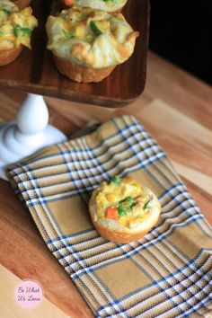 Mini Chicken Pot Pie - May have to make thesefor dinner tonight Pot Pie Cupcakes, Muffins, Soft Foods, Fast Easy Meals, Mini Foods, Food To Make, Chicken Recipes, Chicken Soup, Yummy Food