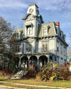Victorian Architecture, Beautiful Architecture, Beautiful Buildings, Victorian Porch, Victorian Homes, Abandoned Buildings, Abandoned Places, Villa, Beautiful Dream