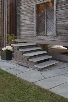 Slate from Norway is part of nature like it was hundreds of millions years ago. We think these stairs and flagstones of light Oppdal quartzite possesses the perfect combination of durability elegance and a sense of history Photo: / Ketil Jacobsen # Step Treads, Crazy Paving, Exterior Stairs, Stair Steps, History Photos, Flagstone, Natural Stones, Stepping Stones, Facade