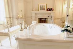 40 Fireplaces in the Bathroom Inspiration - Home Design and Home Interior Romantic Bathrooms, Glamorous Bathroom, Dream Bathrooms, Beautiful Bathrooms, Feminine Bathroom, White Bathrooms, Bad Inspiration, Bathroom Inspiration, Renovation Design