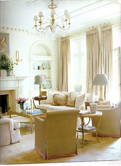 Southern Accents, March/April 2005. Atlanta home by interior designer Suzanne Kasler