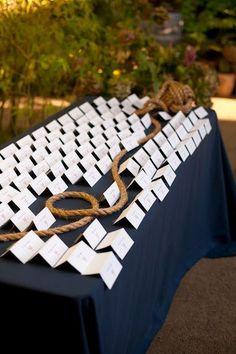 Le plan de table de mariage thème marin http://mariageetreception.fr/88-marin