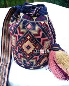 17 отметок «Нравится», 1 комментариев — Wayuu วายู Mekko กระเป๋าสาน (@seasandbag) в Instagram: «Wayuu Bag Premium quality single thread l✅ Wayuu Bag Single thread lSpecial Price : 3,900 thb l…»