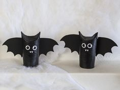 DIY: Halloween bats by Søstrene Grene. Halloween has become an annual tradition at Anna and Clara's, and especially Anna is fond of decorating for the occasion. Play the DIY video and see how Anna transforms toilet paper rolls into bats, which may Diy Deco Halloween, Halloween Decorations For Kids, Halloween Crochet, Halloween Bats, Halloween Birthday, Holidays Halloween, Cheap Halloween, Adornos Halloween, Halloween Wallpaper