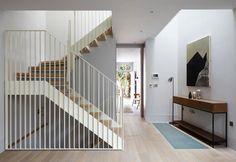 scala-in-legno-interna-a-giorno-ristrutturazione-casa-londra-ingresso