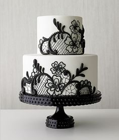 Sweet Treats & Dainty Details – Black and White Wedding Cake | Trisha Dean Events