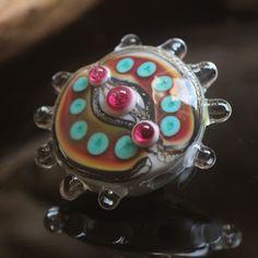 Simir Velká autorská vinutá perla z mojí dílny, velikost cca 40x30x12mm. Dírka - 2mm.  Všechny perly jsou řízeně chlazeny ve speciální sklářské peci kvůli vyšší žinotnosti.