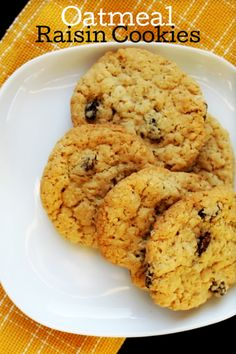 Best Oatmeal Raisin Cookie Recipe - these easy and chewy cookies are delicious. Easy to make and have a great old-fashioned flavor. Easy Cookie Recipes, Donut Recipes, Dessert Recipes, Brownie Recipes, Drink Recipes, Easy Recipes, Easy Oatmeal Raisin Cookies, Chocolate Chip Oatmeal, Delicious Desserts
