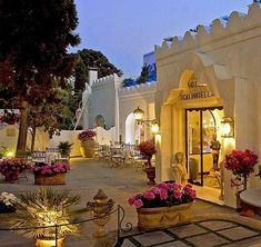 Luxury Lifestyle - Hotel La Scalinatella in Capri, Italy Positano, Italy Vacation, Italy Travel, Vacation Spots, Vacation Packages, Beautiful Hotels, Beautiful Places, Piscina Hotel, Places To Travel