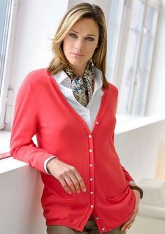 White Shirt Outfits, White Shirts, Work Fashion, Fashion Beauty, Womens Fashion, Silk Neck Scarf, Red Cardigan, Neck Scarves, Well Dressed