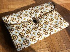 Monomanie - La cabane d'Elilou   blog couture Diy Accessoires, Blog Couture, Wallet, Scrappy Quilts, Masks, Cabin, Sewing, Purses, Diy Wallet