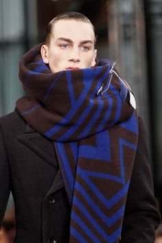 Louis Vuitton Fall 2012 Menswear Fashion Show Details Fashion Show, Mens Fashion, Fashion Design, Lv Lv, What Men Want, Fall Scarves, Knitwear Fashion, Winter Fashion, Menswear